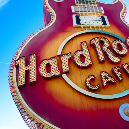 Hard Rock launches the first live internet slots in the world
